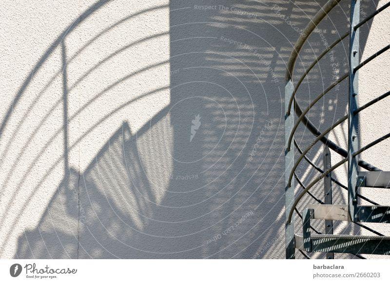 verkehrte Welt | Verirrungen und Verwirrungen Haus Mauer Wand Treppe Fassade modern Design Sicherheit Sinnesorgane Stadt Irritation Schwarzweißfoto