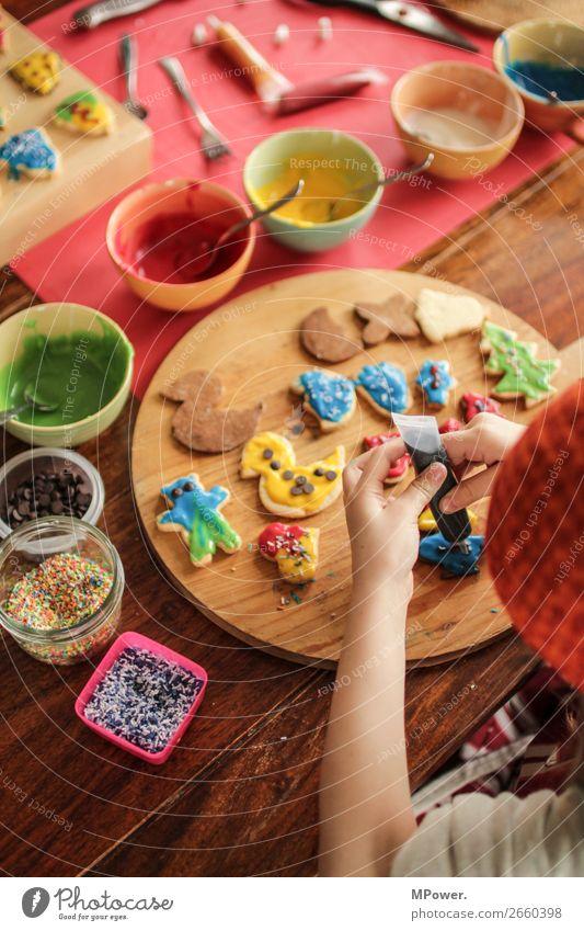 backen zu weihnachten Weihnachtsgebäck Kind mehrfarbig lecker süß Süßwaren Teigwaren Keks Handarbeit Bäcker verschönern