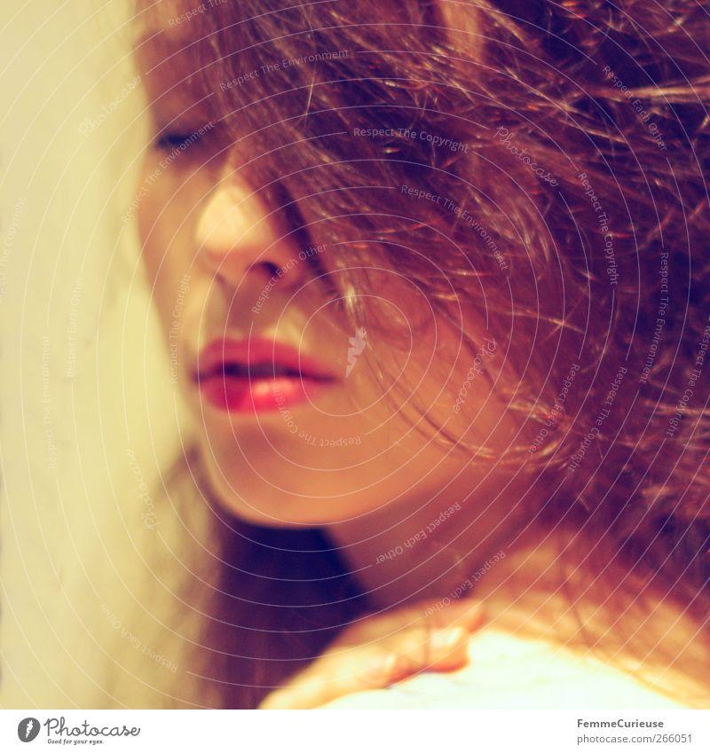 Sensuality I. Mensch Frau Jugendliche schön rot Gesicht Erwachsene Erholung feminin Erotik Wärme Haare & Frisuren Kopf Denken träumen Zufriedenheit