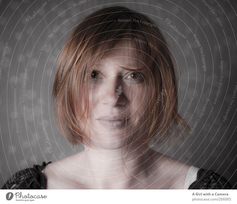 within a whisper Mensch feminin Junge Frau Jugendliche Erwachsene Leben Gesicht 1 30-45 Jahre Haare & Frisuren rothaarig Blick frech schön Innenaufnahme