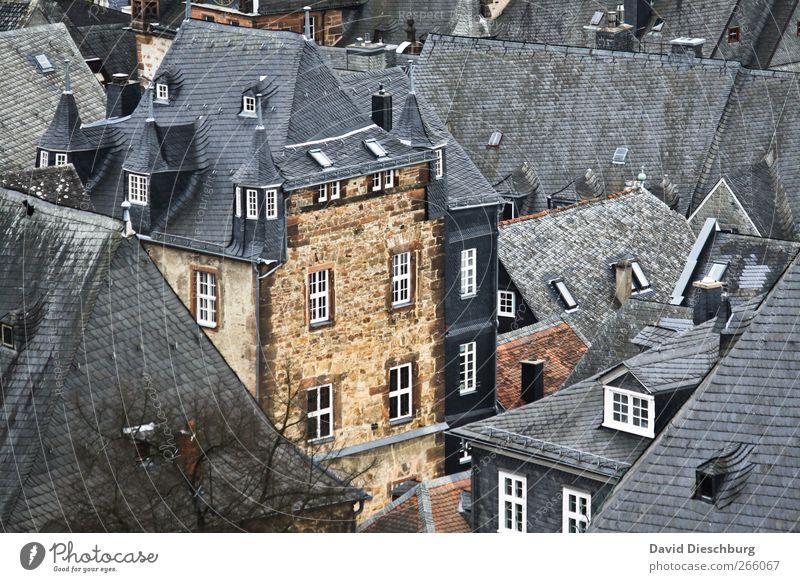 Good old Marburg Stadt Stadtzentrum Altstadt Haus Burg oder Schloss Fassade Fenster Dach weiß Schiefer alt Erker Erkerfenster schön Städtereise Hessen Farbfoto
