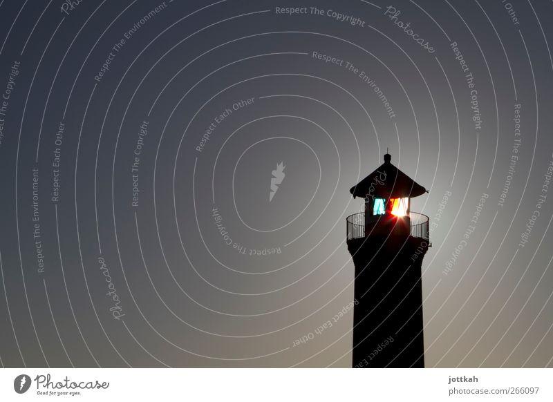 Erleuchtung Beleuchtung leuchten Sicherheit Turm Schutz Bauwerk Leuchtturm strahlend Turmspitze wegweisend Seezeichen