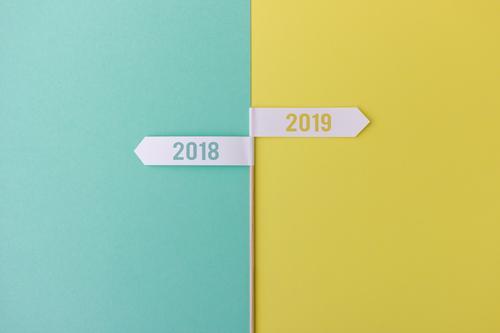 Jahreswechsel 2018 / 2019 grün gelb Arbeit & Erwerbstätigkeit gehen hell Schilder & Markierungen Zukunft Vergänglichkeit Wandel & Veränderung einfach