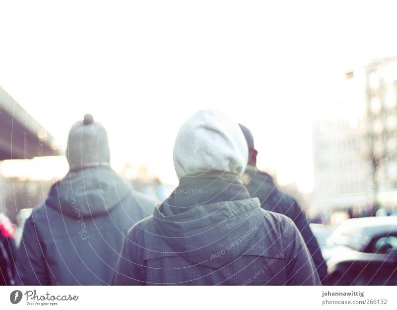 komm mit Mann Jugendliche Ferien & Urlaub & Reisen weiß Bewegung hell gehen Rücken Ausflug Jacke Mütze Kapuze Unschärfe