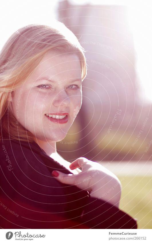 Pure IV. feminin Junge Frau Jugendliche Erwachsene Kopf Hand 1 Mensch 18-30 Jahre Zufriedenheit Glück schön mollig lachen Fröhlichkeit selbstbewußt blond rot