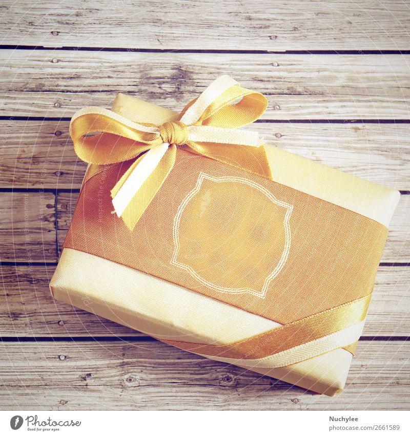 Goldene Geschenkbox mit Retro-Filtereffekt Design Glück Dekoration & Verzierung Tisch Feste & Feiern Geburtstag Handwerk Papier Paket Holz Schnur Liebe neu