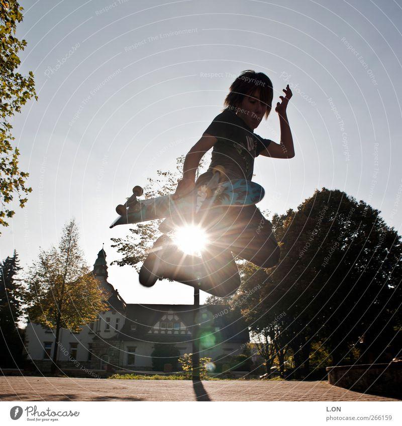 Jump in the sun Inline Skating Skateboard Trick Jump Skateboarding Mensch maskulin Junger Mann Jugendliche 1 Sonnenlicht Bewegung Sport springen sportlich