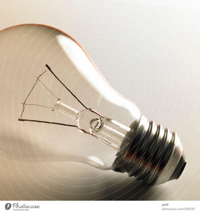 clear light bulb Lampe glänzend liegen Elektrizität Häusliches Leben leuchten Symbole & Metaphern einfach Idee erleuchten durchsichtig Kurve Draht Glühbirne