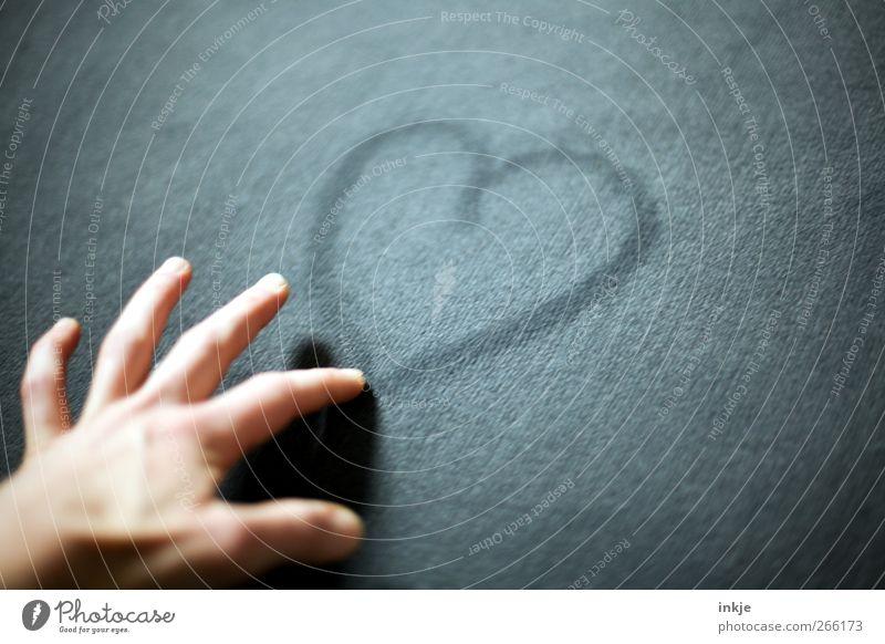 make love Lifestyle Freizeit & Hobby Teppich Hand 1 Mensch Zeichen Herz Linie Kommunizieren zeichnen einfach schön Gefühle Stimmung Tugend Glück Lebensfreude