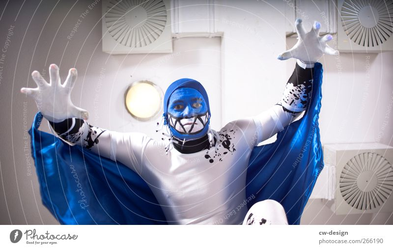 Die Zwangsjacken : Ouvertüre IV Mensch Mann Jugendliche blau weiß Erwachsene Stil Kunst Kraft Freizeit & Hobby maskulin verrückt 18-30 Jahre Lifestyle bedrohlich Show