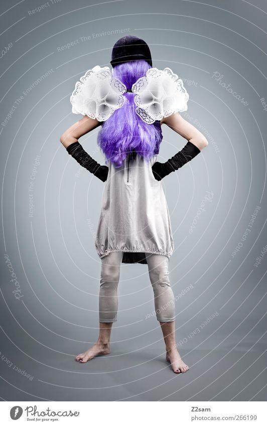 Mrs.Understood Jugendliche Erwachsene kalt feminin grau Haare & Frisuren Stil Mode elegant Junge Frau 18-30 Jahre Lifestyle Kleid violett dünn Wut