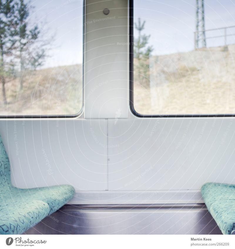 Fahren Fenster Verkehr Personenverkehr Öffentlicher Personennahverkehr Bahnfahren Eisenbahn S-Bahn Ferien & Urlaub & Reisen sitzen hell modern Farbfoto