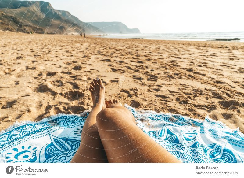 Gebräunte Beine von Frauen am Strand in Portugal Lifestyle elegant Stil exotisch Freude schön Körper Haut Erholung Freizeit & Hobby Ferien & Urlaub & Reisen