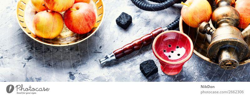 Wasserpfeife mit Apfel zur Entspannung Wasserpfeifenrauch Tabak Rauchen shisha Shisha rauchen Frucht hell stark saftig Mundstück Vergnügen Erholung