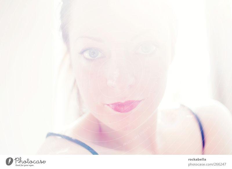 solnischka. feminin Frau Erwachsene 1 Mensch 18-30 Jahre Jugendliche brünett Zopf elegant Freundlichkeit schön Farbfoto Innenaufnahme Sonnenlicht Gegenlicht