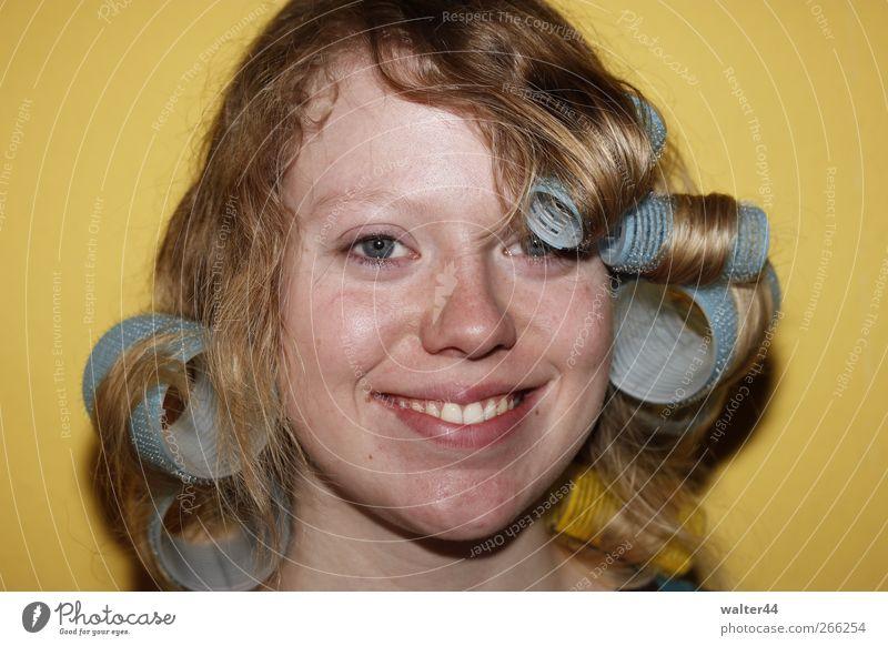 Dauerwelle1 Mensch feminin Junge Frau Jugendliche Erwachsene Kopf Haare & Frisuren Gesicht Auge Mund Lippen Zähne 18-30 Jahre blond langhaarig Locken Farbfoto