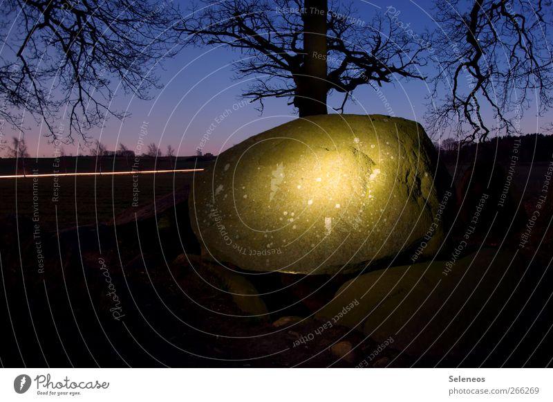 stoned Tourismus Sightseeing Umwelt Natur Landschaft Pflanze Himmel Horizont Herbst Winter Baum Hügel Felsen Stein leuchten bedrohlich Lichtmalerei Taschenlampe