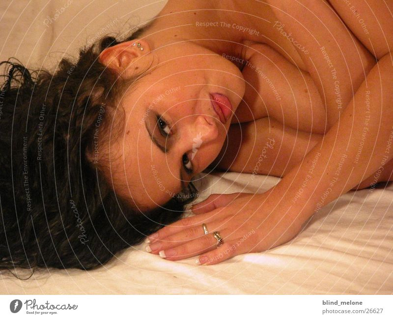 Mery Frau feminin Kopf liegen brünett