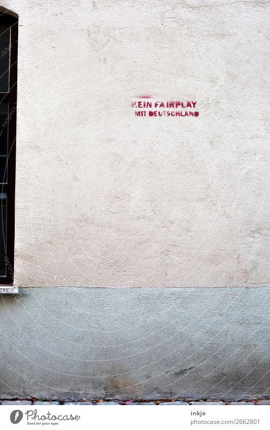Kein FairPlay ist auch keine Lösung Menschenleer Mauer Wand Fassade Wut Ärger Feindseligkeit Frustration Verbitterung Politik & Staat Fair Play Graffiti