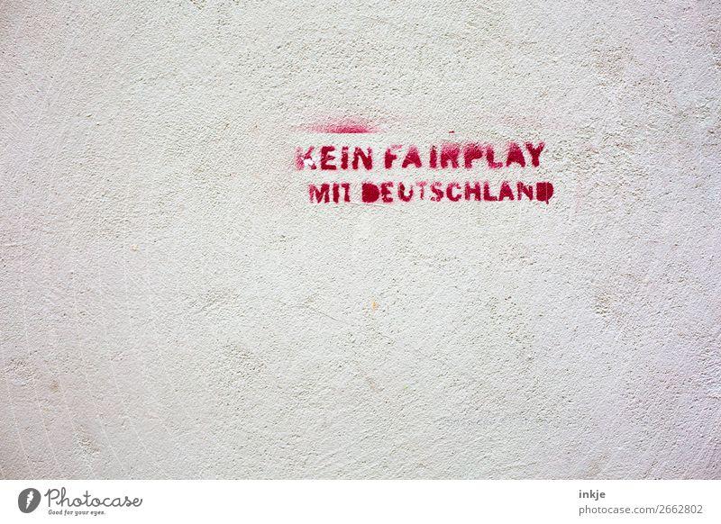 foul play Mauer Wand Fassade Schriftzeichen Graffiti rot weiß Gefühle Stimmung Verachtung Feindseligkeit trotzig Aggression Politik & Staat rebellieren