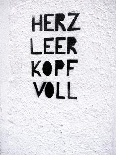 ausgebrannt weiß schwarz Lifestyle Graffiti Wand Gefühle Mauer Fassade Stimmung Schriftzeichen Herz leer Stress Verzweiflung Sinnesorgane anstrengen