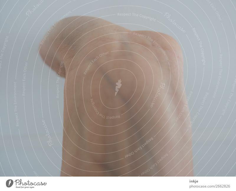 Trash | Puls Gesundheit Haut Arme Hand Handgelenk 1 Mensch Venen Arterien Blutdruck Sinnesorgane bleich Farbfoto Gedeckte Farben Innenaufnahme Studioaufnahme