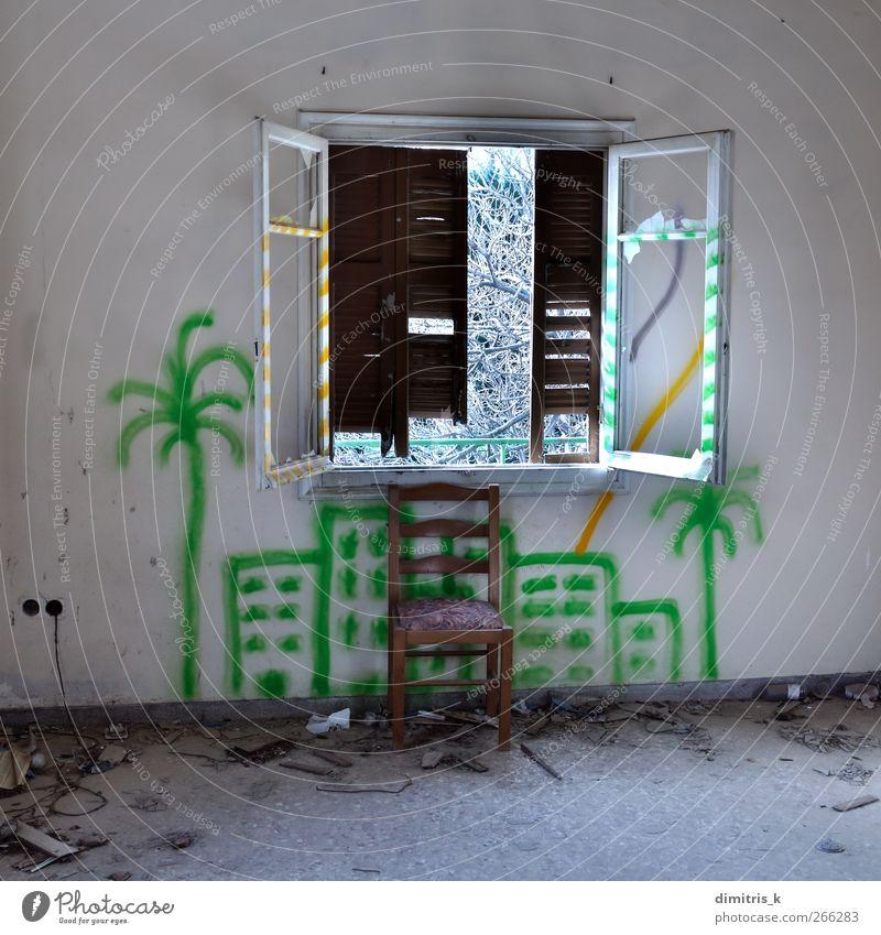 Stuhl und zerbrochenes Fenster Haus Baum Stadt Ruine Gebäude Architektur Graffiti alt träumen dreckig Stimmung Einsamkeit Surrealismus urban Innenbereich
