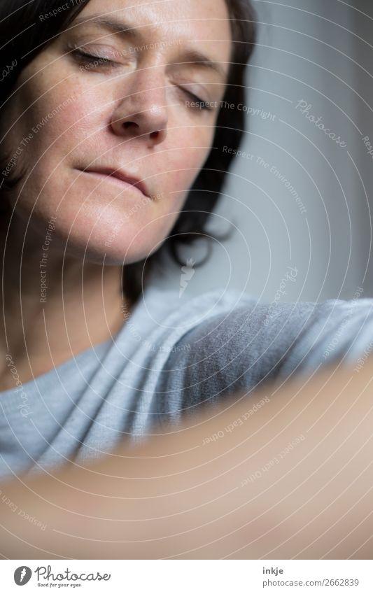 Kurze Pause Lifestyle Stil schön Gesundheit harmonisch Wohlgefühl Zufriedenheit Erholung ruhig Frau Erwachsene Leben Gesicht 1 Mensch 30-45 Jahre 45-60 Jahre