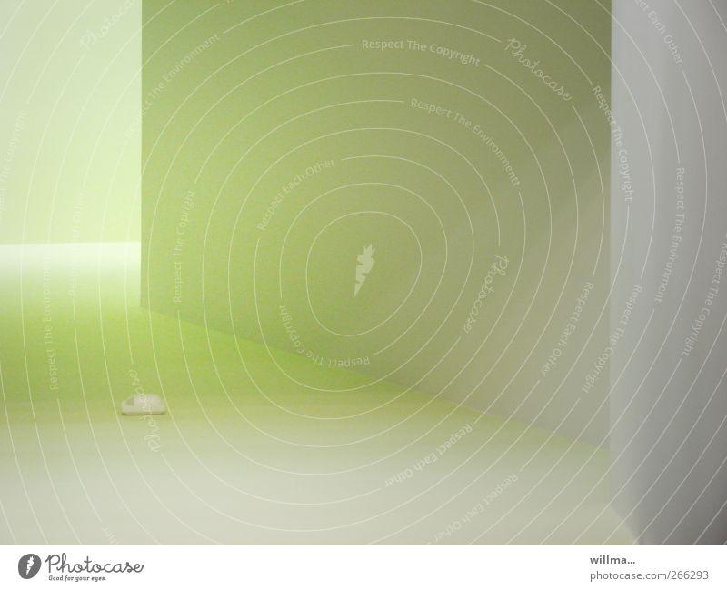 lightroom Architektur Mauer Wand Alarmanlage grau grün Licht Lichteinfall hellgrün Raum Pastellton Innenaufnahme abstrakt Menschenleer Textfreiraum rechts