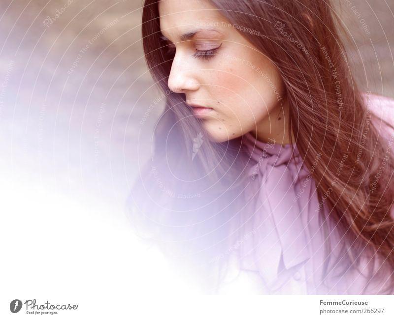 Brunette beauty VI. Mensch Frau Jugendliche schön Erwachsene feminin Kopf Stil Nase modern ästhetisch Junge Frau 18-30 Jahre nachdenklich violett Schminke