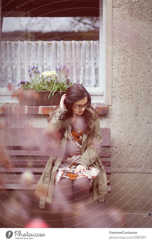 Rainy days II. Mensch Frau Natur Jugendliche grün Wolken Erwachsene Erholung Frühling Haare & Frisuren Stil Park Regen Autofenster braun warten