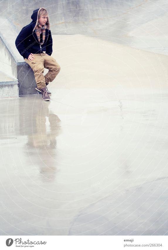 Freiraum Mensch Jugendliche Erwachsene Mode Regen maskulin Beton 18-30 Jahre Junger Mann Jacke
