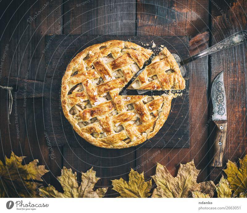 klassischer amerikanischer Apfelkuchen Frucht Dessert Süßwaren Ernährung Mittagessen Messer Tisch Herbst Holz Essen frisch lecker natürlich braun gold weiß