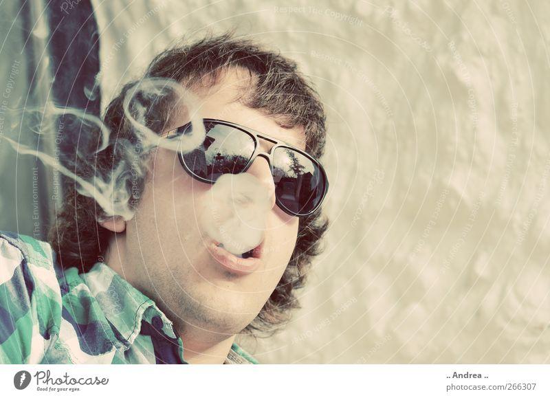 Rauchzeichen Mensch Jugendliche Erwachsene Erholung Liebe Feste & Feiern Freizeit & Hobby liegen maskulin 18-30 Jahre Rauchen Bar atmen Entertainment Lounge