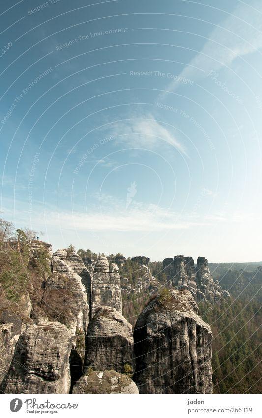 oben der fels. Himmel Ferien & Urlaub & Reisen Landschaft Wolken Ferne Berge u. Gebirge Umwelt Freiheit außergewöhnlich Felsen Tourismus bizarr gigantisch Bekanntheit steinig Elbsandsteingebirge