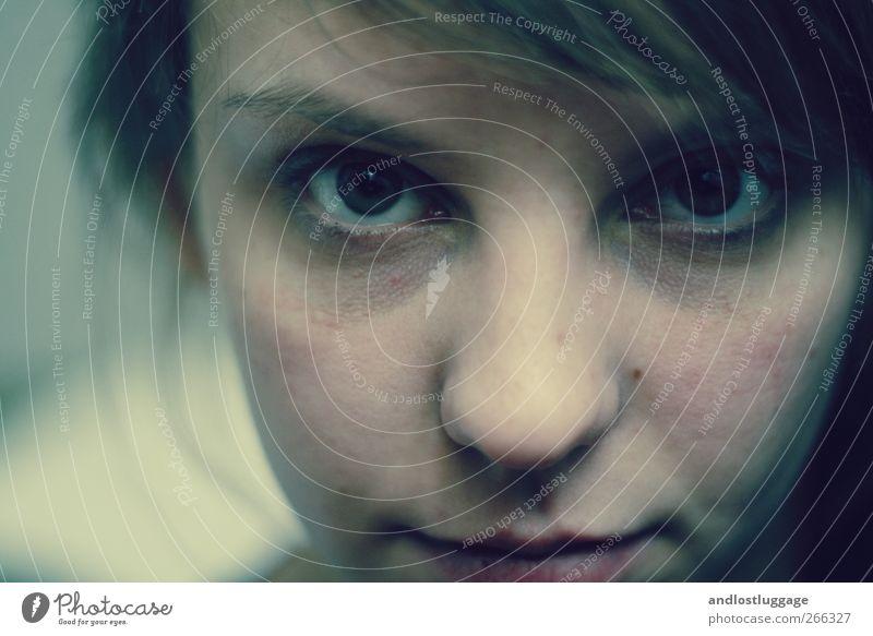 if you walk away, i'll walk away. Gesicht feminin Junge Frau Jugendliche 1 Mensch 18-30 Jahre Erwachsene Blick Aggression schön kalt natürlich blau Gefühle