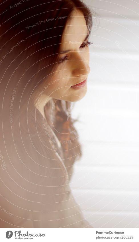 Full of thoughts. Mensch Frau Jugendliche Einsamkeit Gesicht Erwachsene feminin Kopf Traurigkeit träumen sitzen Junge Frau 18-30 Jahre Hoffnung nachdenklich Trauer