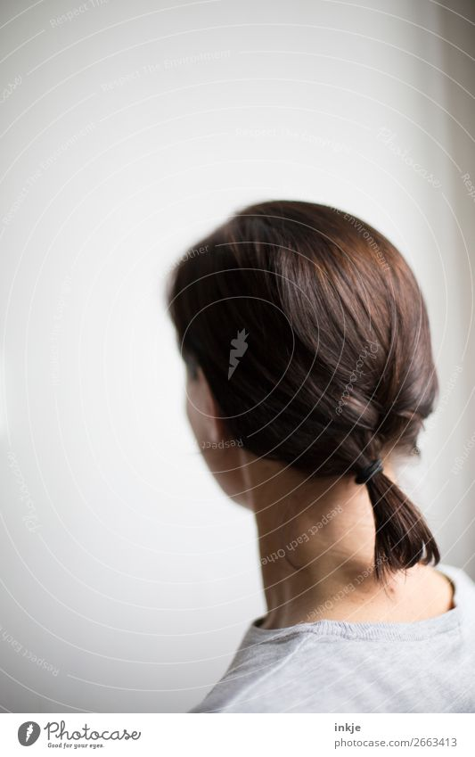Zopf Frau Mensch Jugendliche Junge Frau schön 18-30 Jahre Lifestyle Erwachsene Leben Stil Haare & Frisuren Kopf grau 45-60 Jahre authentisch langhaarig