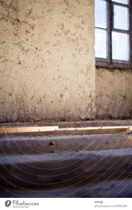 999 | Luft nach oben alt Haus Fenster Wand Mauer Fassade Bodenbelag Hütte Einfamilienhaus