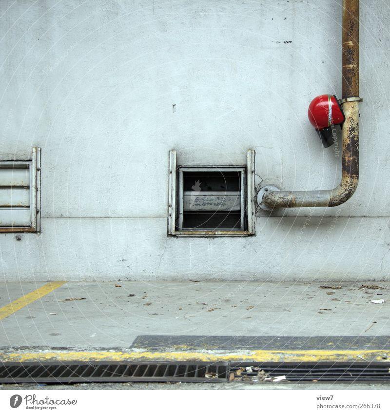 Päuschen alt Einsamkeit Wand Architektur Stein Mauer Gebäude Metall Linie Fassade Freizeit & Hobby Ordnung Beton schlafen Hinweisschild Streifen