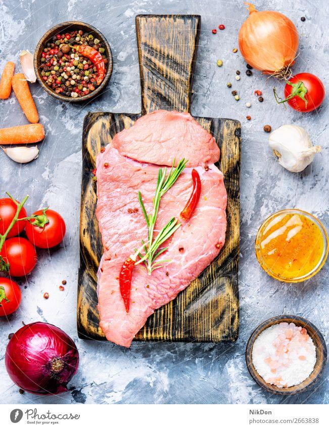 Rohes Rindfleisch Fleisch roh Lebensmittel Steak frisch geschnitten rot hacken ungekocht Metzger Gabel Gewürz Rosmarin Paprika Filet Kraut Protein Scheibe