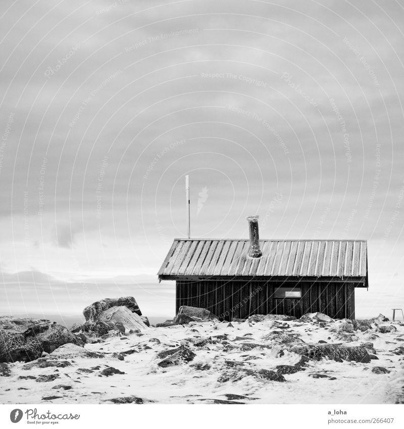 Stille Landschaft Erde Himmel Wolken Winter schlechtes Wetter Schnee Felsen Berge u. Gebirge Gipfel Schneebedeckte Gipfel Menschenleer Hütte alt Originalität