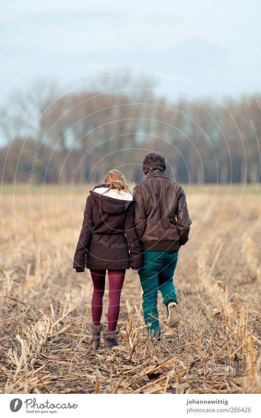 Zwei Mensch Himmel Natur Jugendliche Baum Freude Erwachsene Umwelt Landschaft feminin Leben Wege & Pfade Glück Junge Frau Junger Mann Erde
