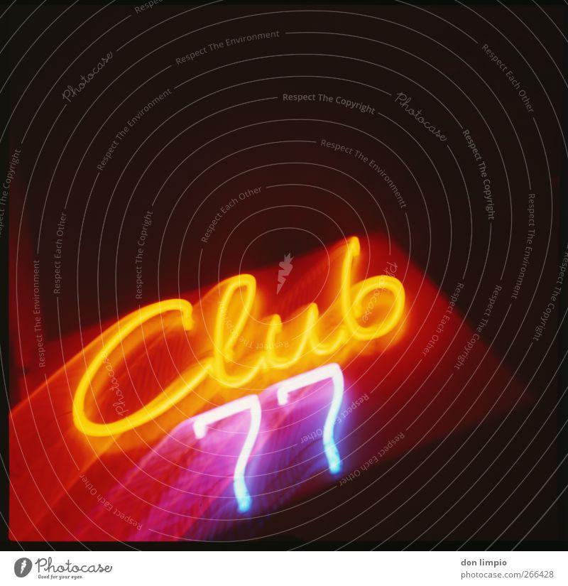 club77 Nachtleben Club Disco Bordell Dienstleistungsgewerbe Schriftzeichen Ziffern & Zahlen hell mehrfarbig leuchten Leuchtreklame Leuchtbuchstabe analog
