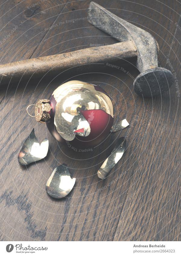Weihnachten Stress Stil Winter Dekoration & Verzierung Weihnachten & Advent Hammer Ornament kaputt chaotisch bedrohlich Konflikt & Streit Wut Zerstörung broken