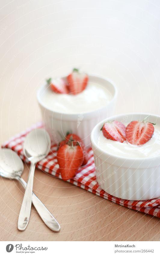 erdbeeren. Stimmung Frucht Ernährung Lebensmittel süß Süßwaren Mittagessen Erdbeeren Dessert Vegetarische Ernährung Milcherzeugnisse Joghurt Slowfood