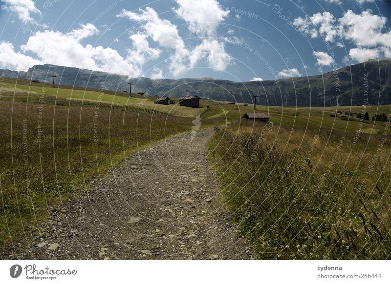 Ein weiter Weg Himmel Natur Ferien & Urlaub & Reisen Einsamkeit ruhig Ferne Erholung Umwelt Landschaft Wiese Berge u. Gebirge Freiheit Wege & Pfade Bewegung