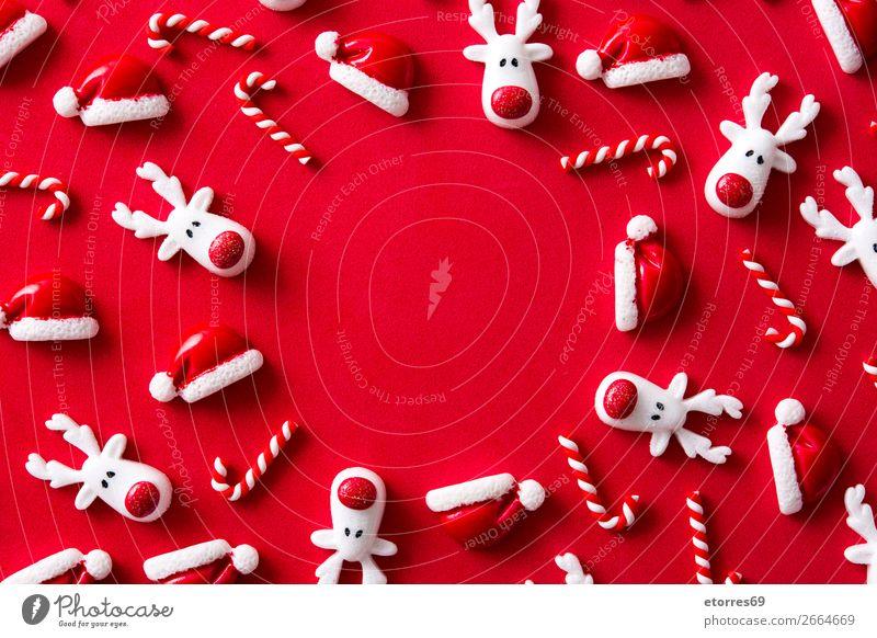 Weihnachtsornamentmuster auf rotem Hintergrund. Weihnachten & Advent Ornament Muster Hintergrund neutral Jahreszeiten Saison Ferien & Urlaub & Reisen