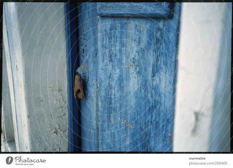 blue door Lifestyle Freizeit & Hobby Ferien & Urlaub & Reisen Tourismus Ausflug Kunst Umwelt Dorf Haus Tür Namensschild entdecken warten ästhetisch authentisch