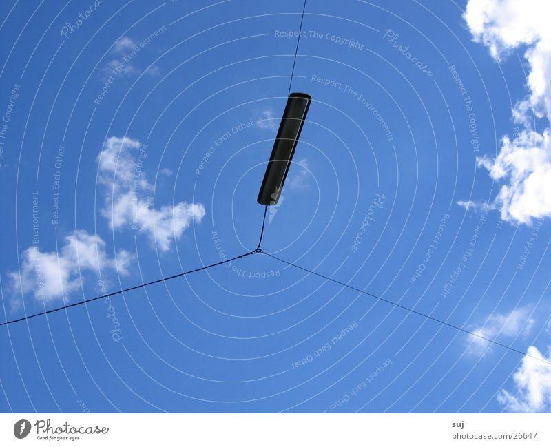 Laterne Straßenbeleuchtung Wolken Verkehr Himmel blau